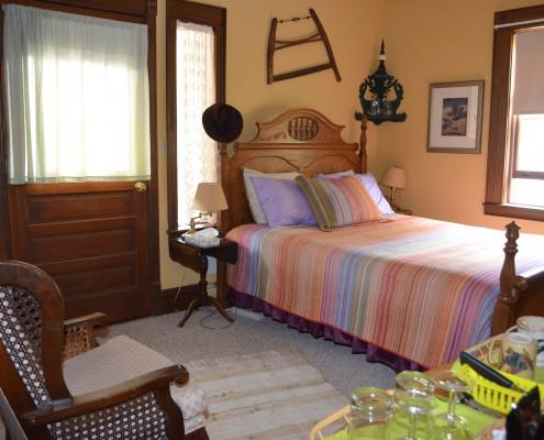 420-queen-suite-1
